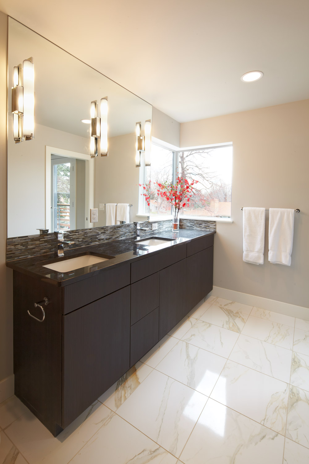 Race - modern duplex denver bathroom